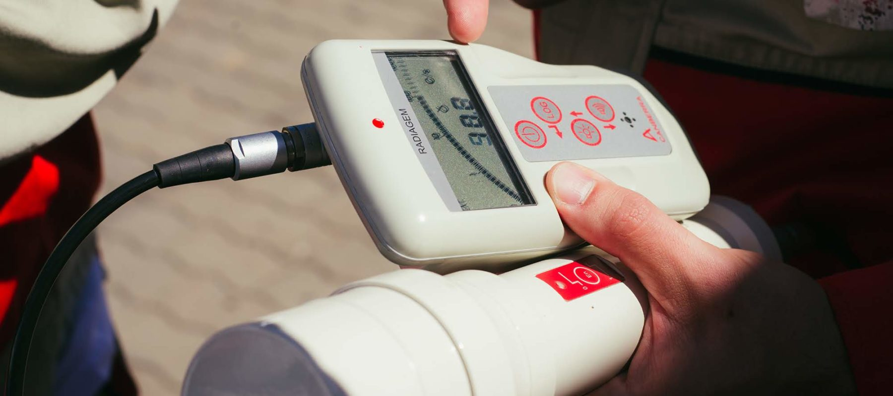 The dosimeter in the hands